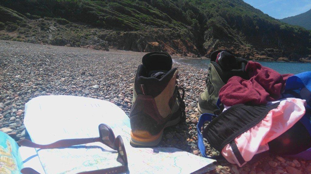 Gros lâcher prise sur la plage de Tuara à Girolata en Corse, pieds nu enfin !