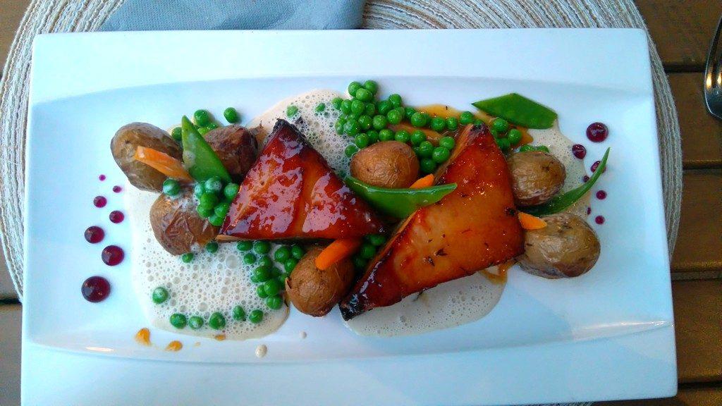 Assiette de Cochon Corse au Bon Espoir, restaurant à Girolata, en Corse