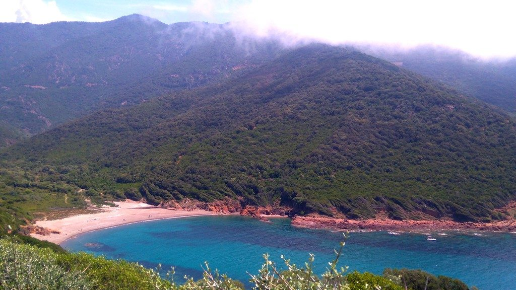 Plage de Tuara, depuis le sentier du douanier, Girolata, Corse, Mare e Monti
