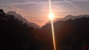 Coucher de soleil depuis le Gîte de Ceccaldi à Marignana, montagne et mer Corse. Sur le chemin du Mare e Monti