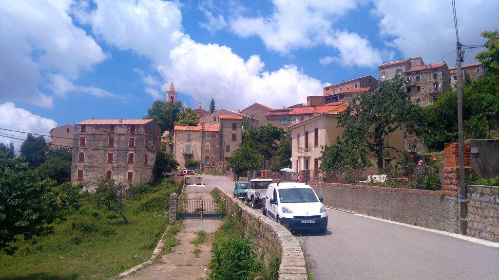 Le village d'Evisa. Etape de Ota à Marignana sur la randonnée Mare e Monti en Corse