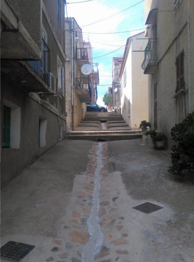 Corse-mareemonti-jour9-dans-les-rue-de-cargèse