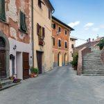 Via del Castello, via Panattoni et escaliers du Château de Viscari, Lari - Valdera, Toscane, Italie