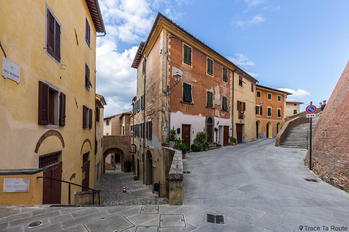 Via del Castello et ruelle via Porta Maremmana, Lari - Valdera, Toscane, Italie