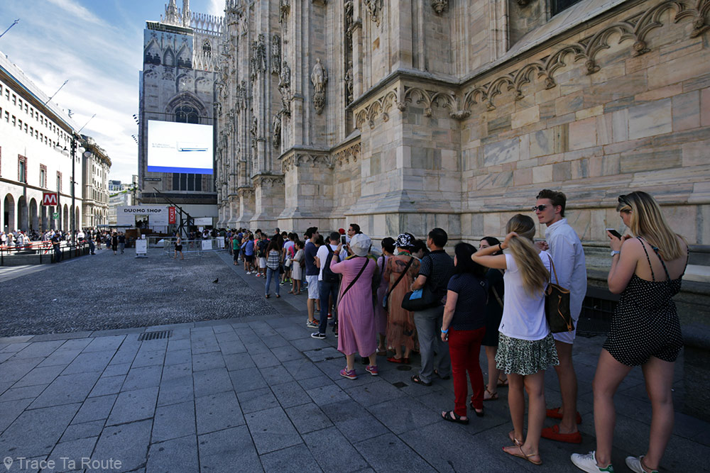 Cathédrale du Duomo de Milan - file d'attente entrée visiteurs - Duomo di Milano