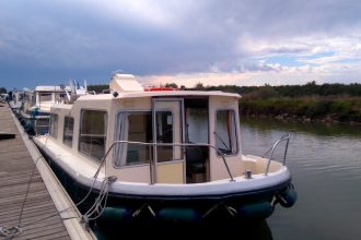 Base de Carnon, prise en main de notre bateau : le Goujon. Un Eau Claire 930. Loaction de bateau sans permis, Les Canalous