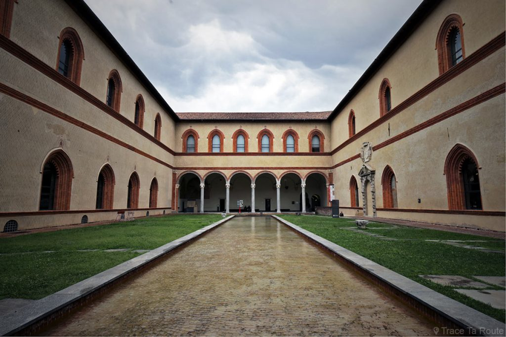 Cour Château Castello Sforzesco de Milan