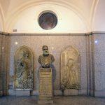 Buste de Francesco Hayez au Famedio, Cimetière Monumental de Milan