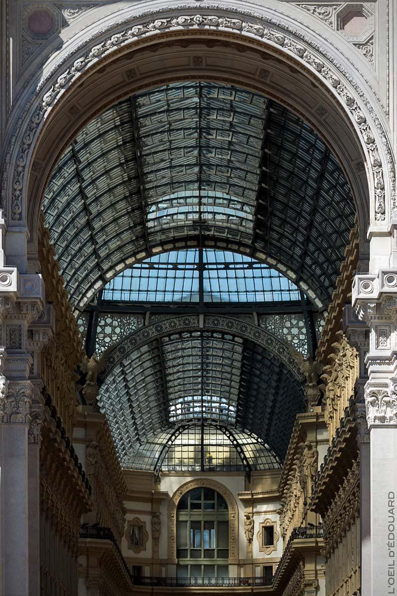 Porte Sud et Verrière de la Galleria Vittorio Emanuele II de Milan depuis la Piazza del Duomo di Milano © L'Oeil d'Édouard