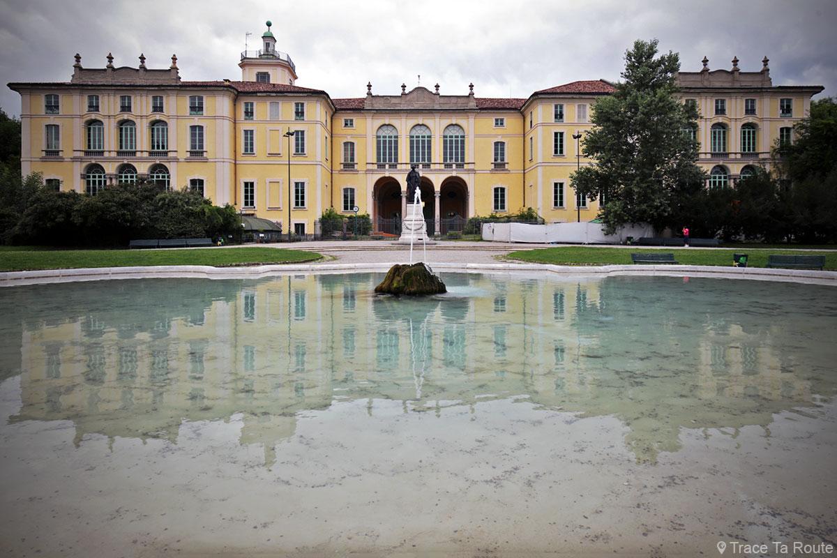 Fontaine et Palazzo Dugnani au Giardini Pubblici Indro Montanelli de Milan