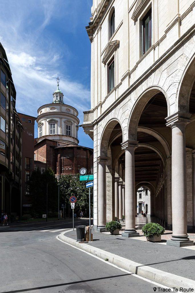 Eglise Chiesa di San Fedele et arcades de la rue Largo Raffaele Mattioli, Milano