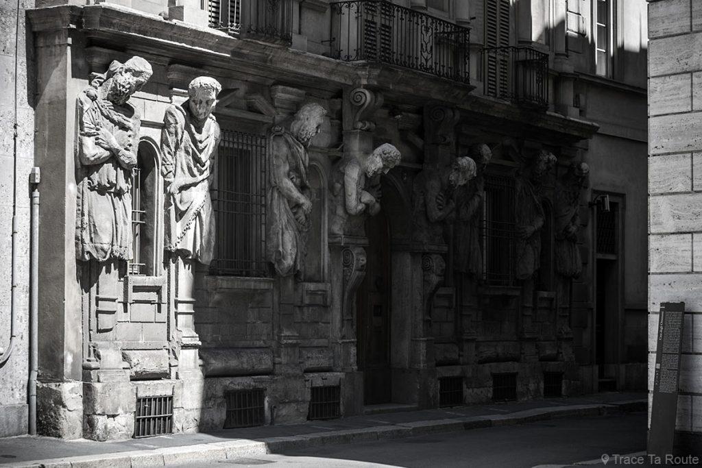 Sculptures sur la façade de la Casa degli Omenoni, Milano