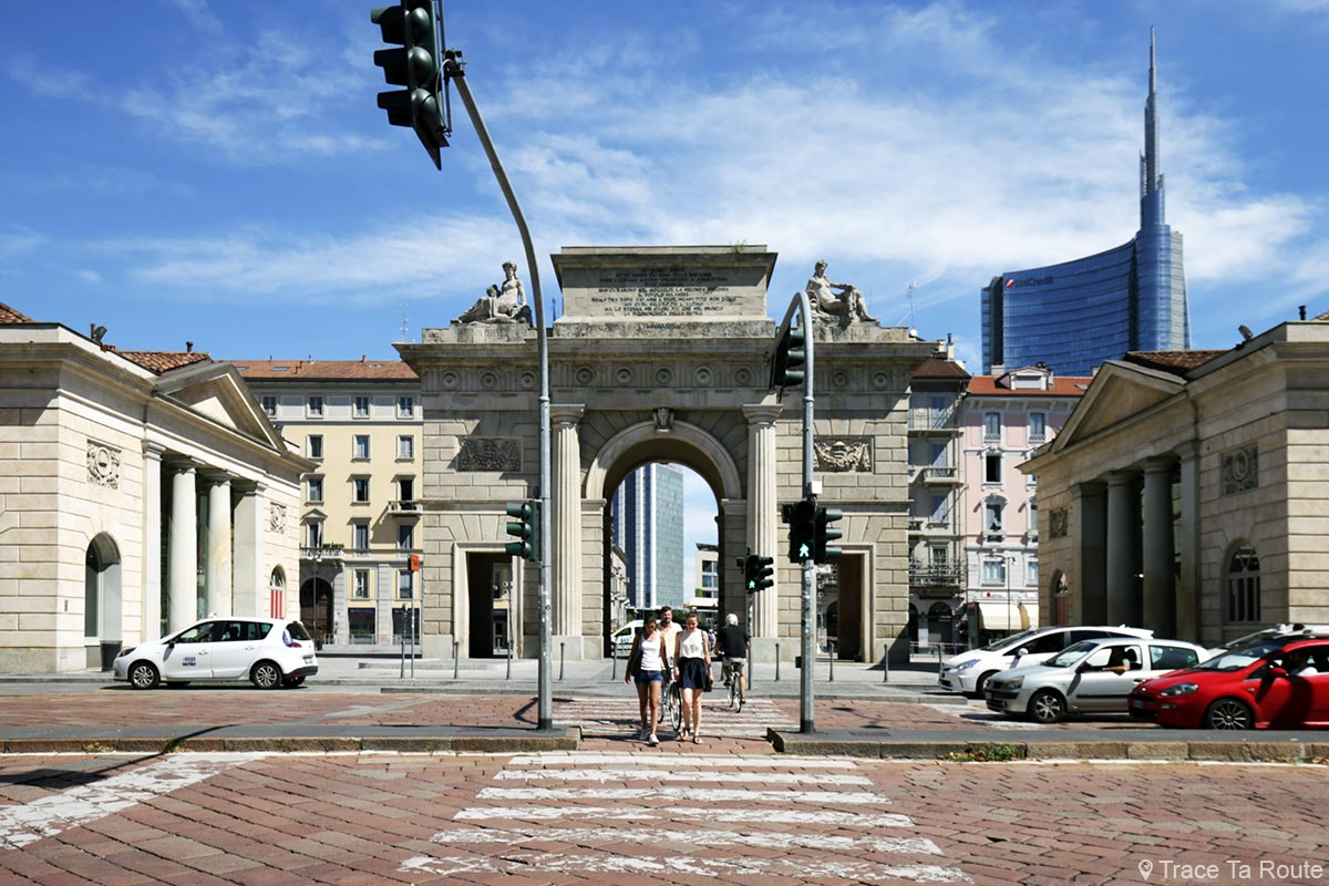 La Porta Garibaldi de Milan et la tour UniCredit Milano