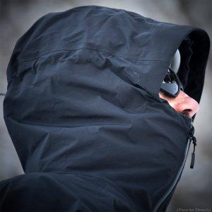 Test Veste Gore-Tex TROLLVEGGEN NORRØNA review : capuche avec casque alpinisme
