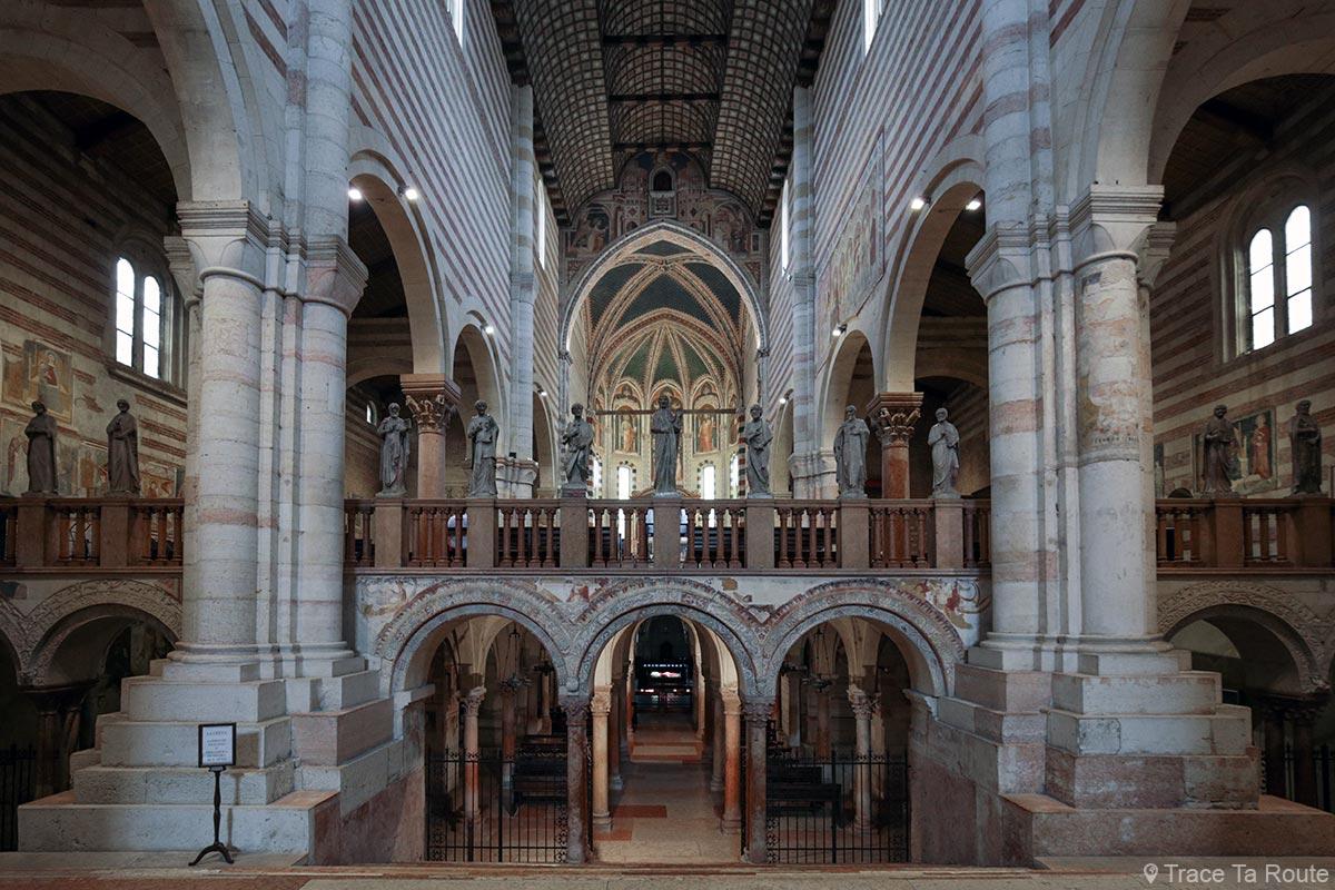 Architecture intérieur crypte et autel, Nef de la Basilique San Zeno de Vérone - Basilica San Zeno Maggiore di Verona