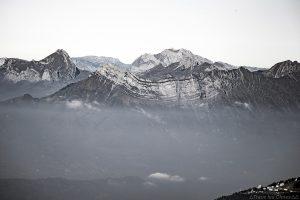 Le Massif des Bauges (Trélod, Dent d'Arclusaz, Arcalod) et La Tournette depuis la Cime de la Jasse, Belledonne