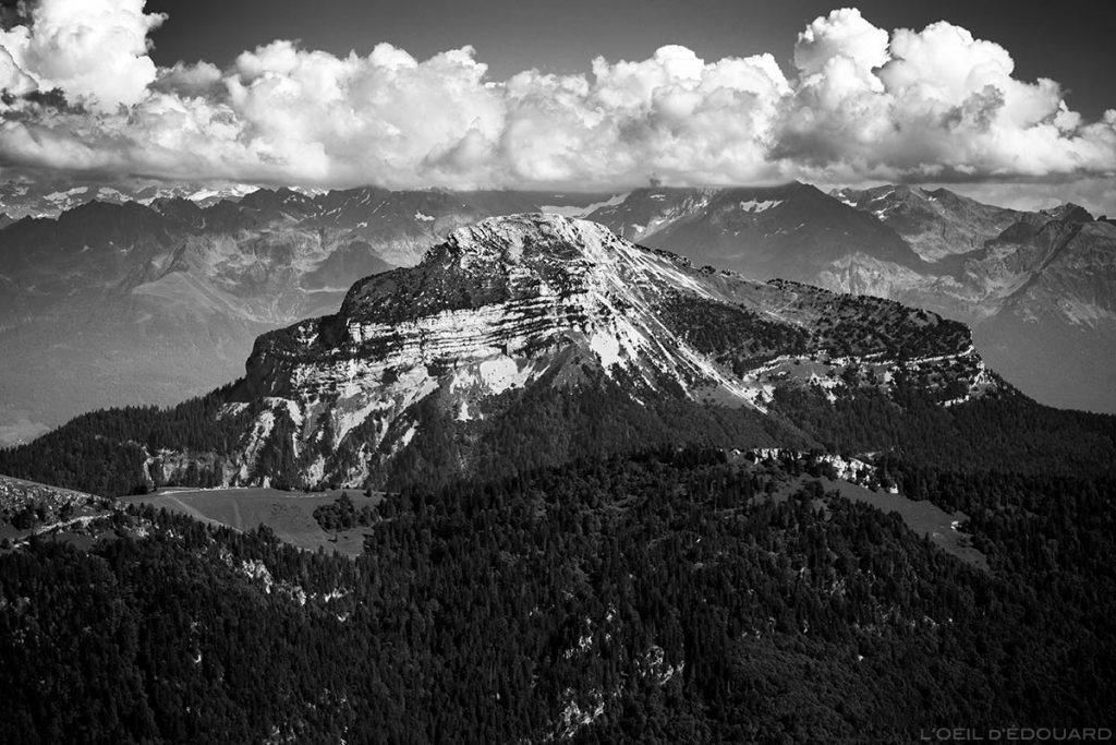 La face Est de Chamechaude vue depuis le sommet de la Grande Sure - Massif de la Chartreuse © L'Oeil d'Édouard