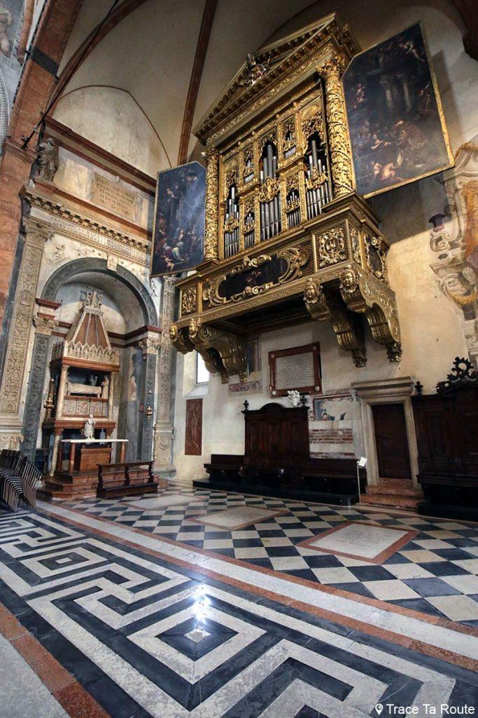 Orgue peint par Biagio Falcieri et Chapelle Mazzanti, Intérieur Cathédrale Santa Maria Matricolare de Vérone - Duomo di Verona