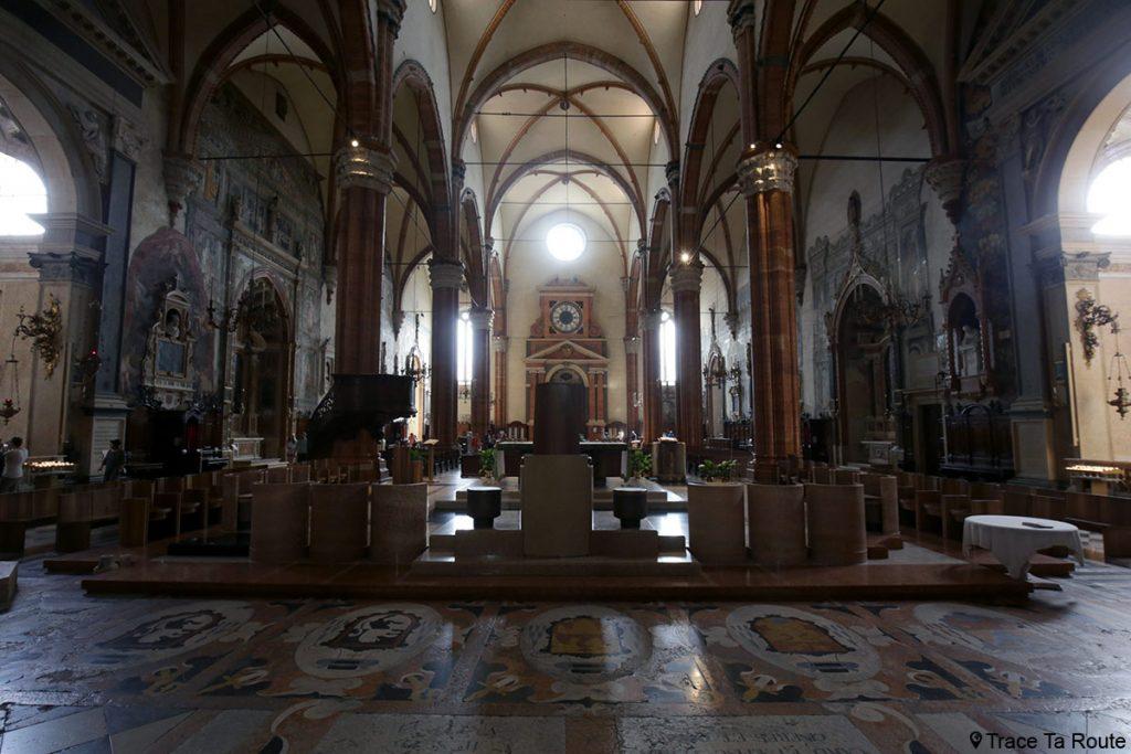 Intérieur Nef Cathédrale Santa Maria Matricolare de Vérone - Duomo di Verona