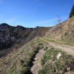 Les Rochers de la Badaz - Sentier de randonnée vers le Col de la Cochette sous le Mont Colombier - Massif des Bauges Savoie
