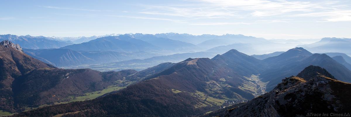 Chaine de Belledonne et Grésivaudan, vue au sommet du Mont Colombier, Massif des Bauges Savoie