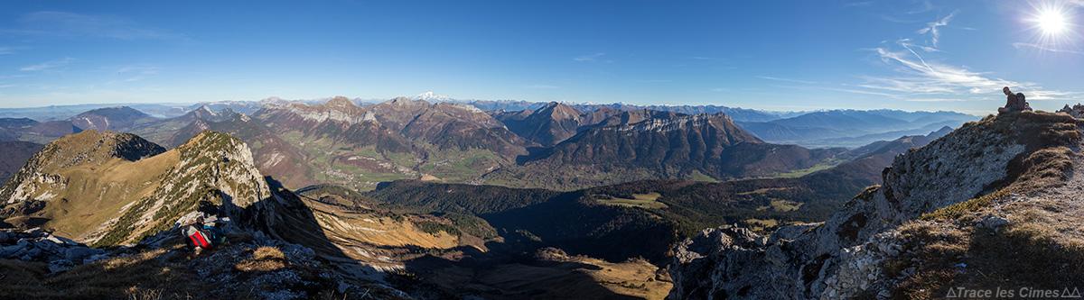 Le Massif des Bauges, vue au sommet du Mont Colombier, Savoie