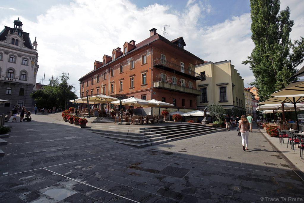 Place Dvorni trg à Ljubljana, Slovénie