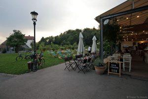 Le bar restaurant Čolnarna dans le Parc Tivoli de Ljubljana, Slovénie