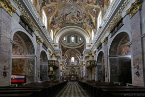 Nef baroque à l'intérieur de la Cathédrale Saint-NicolasStolnica svetega Nikolaja de Ljubljana, Slovénie