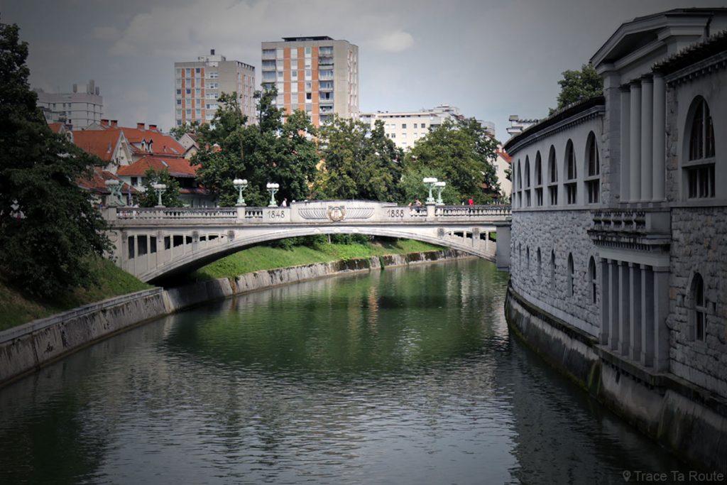 La Ljubljanica et Reslejeva Cesta, le Pont des Dragons de Ljubljana, Slovénie - Slovenia / Slovenija