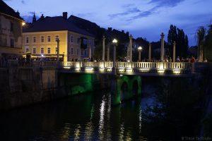 Čevljarski Most, le Pont des Cordonniers de Ljubljana le soir, Slovénie