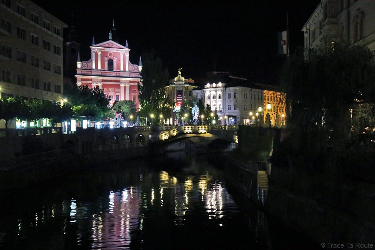 La rivière Ljubljanica avec le Triple Pont de Ljubljana la nuit, Slovénie - Slovenia Ljubljana by night