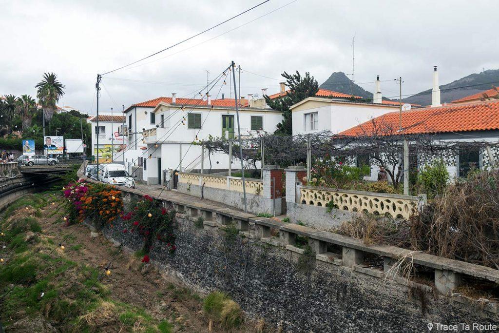 Canal Rua Maximiano de Sousa à Vila Baleira, Île de Porto Santo, Madère / Madeira Islands