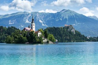 L'Île du Lac de Bled avec l'Église de l'Assomption Cerkev Marijinega Vnebovzetja, Slovénie - Blejsko jezero, Slovenia © L'Oeil d'Édouard