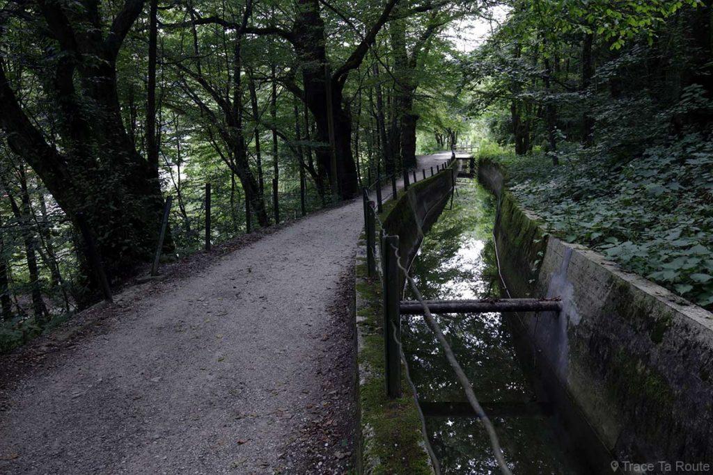 Canal Rake dans la ville de Idrija en Slovénie - Slovenia / Slovenija