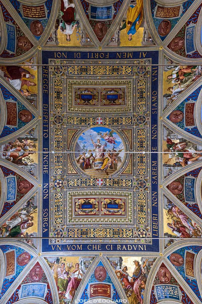 Plafond de la Salle du Gouvernement du Museo Civico de Sienne - Sala del Risorgimento di Palazzo Pubblico di Siena © L'Oeil d'Édouard
