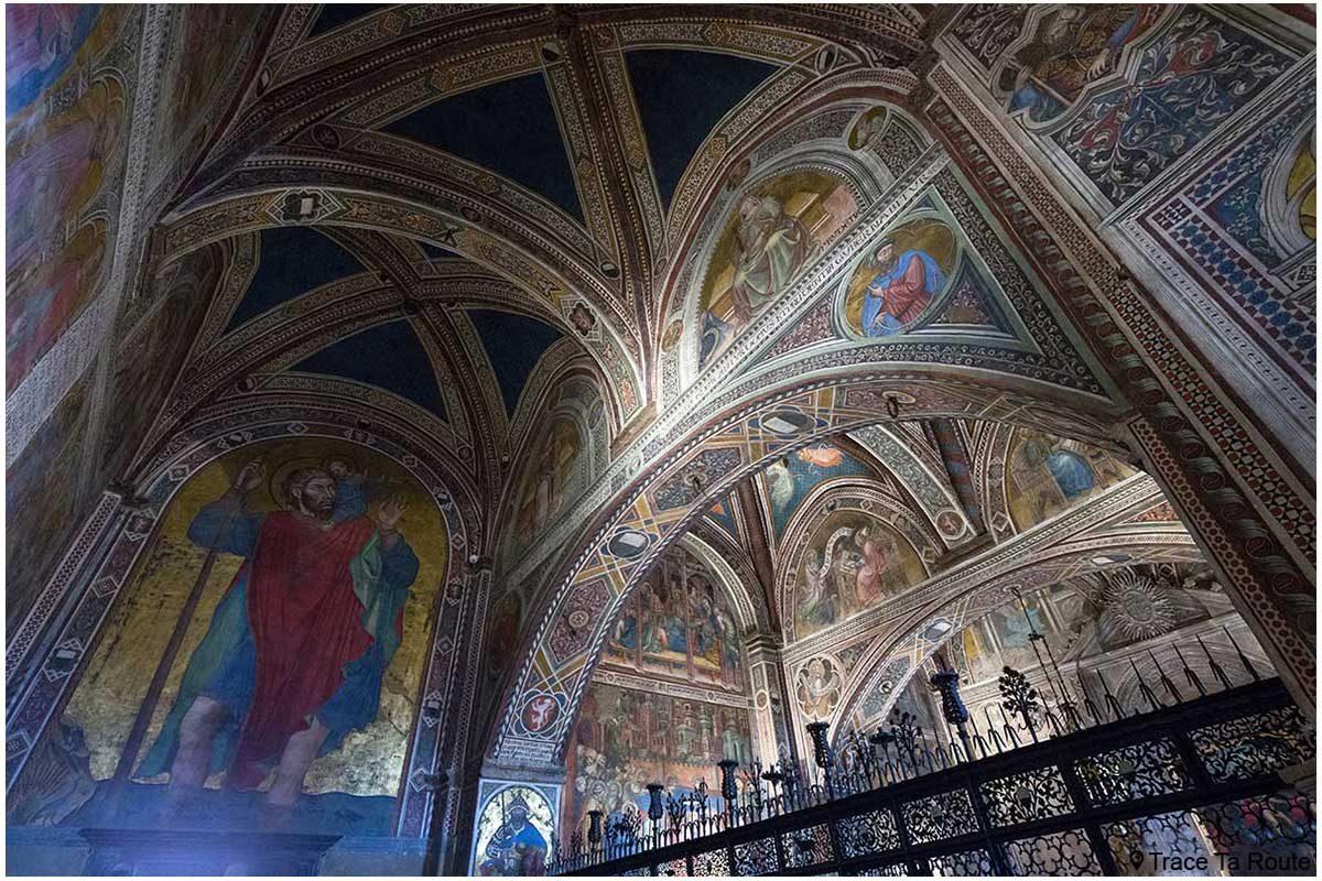Fresques sur les murs de l'entrée de la chapelle du Museo Civico de Sienne - Anticappella di Palazzo Pubblico di Siena