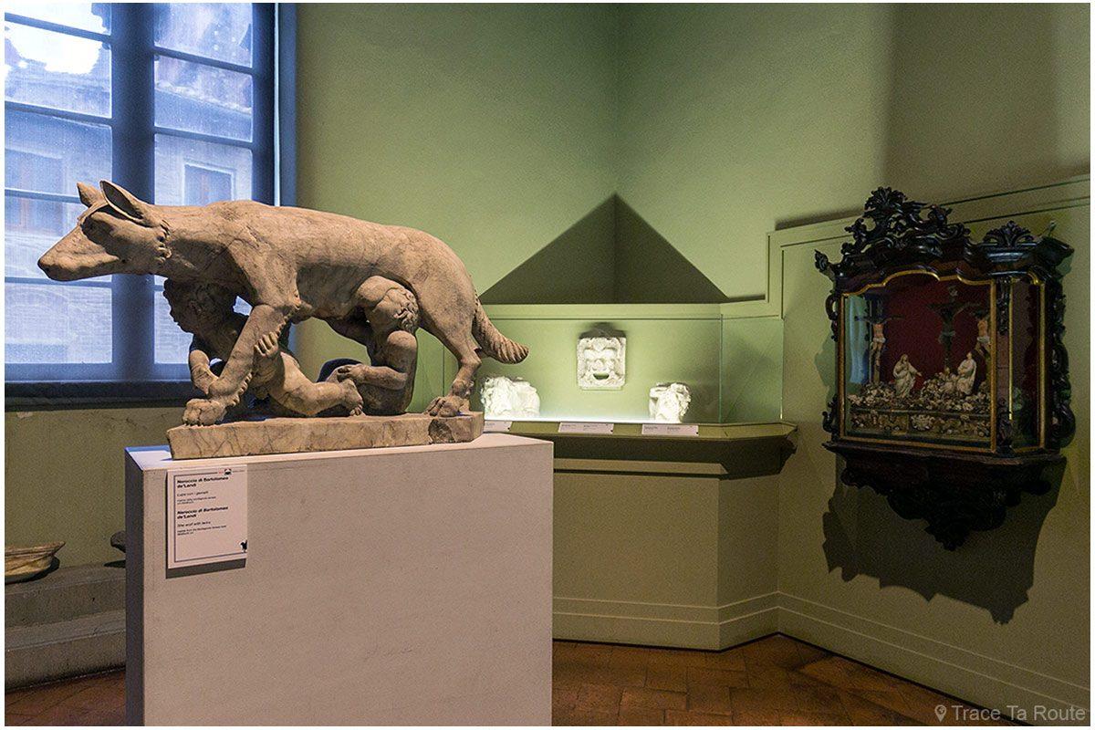 Oeuvres dans une galerie du Museo Civico de Sienne - Quadreria di Palazzo Pubblico di Siena