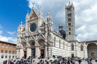 Extérieur Gothique Façade de la Cathédrale de Sienne Duomo di Siena (Santa Maria Assunta)