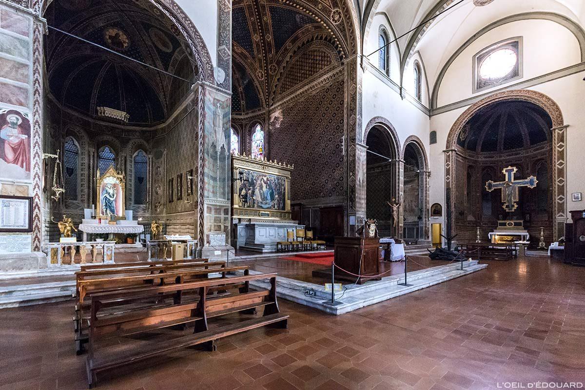 Intérieur chapelles et autel de la Basilique San Clemente in Santa Maria dei Servi, Sienne
