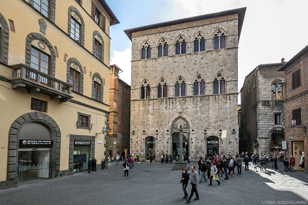 Visite de Sienne : Lapide della Divina Commedia di Pia de' Tolomei, Piazza Tolomei, Siena
