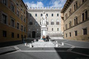 Visite de Sienne : Palazzo Salimbeni, Piazza Salimbeni, Siena