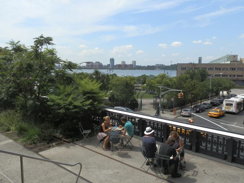terrasse et superbe vue sur le Hudson depuis la highline de new-york
