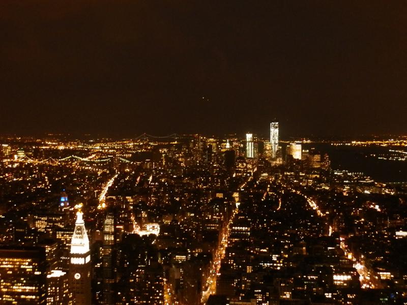 Vue de nuit de Manhattan depuis l'Empire State Building de New-York