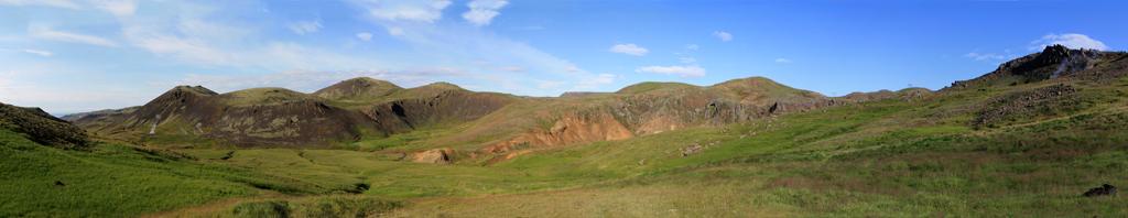 Vue panoramique sur la vallée de Reykadalur, Islande