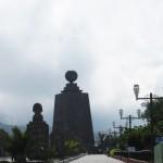 Allée et monument à la Mitad del Mundo, Equateur - Trace Ta Route - Blog voyage
