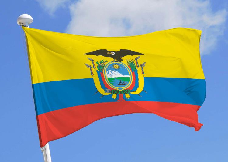 Drapeau de l'Equateur, flottant au vent - Trace Ta Route Blog Voyage