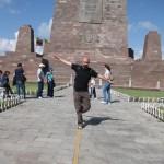 Tristan à la Mitad del Mundo, Equateur - Trace Ta Route - Blog voyage