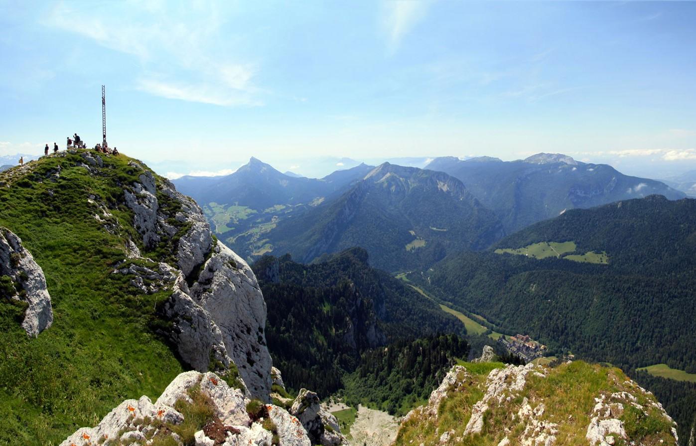 Vue sur le Massif de la Chartreuse (Sud-Ouest) depuis le sommet du Grand Som.