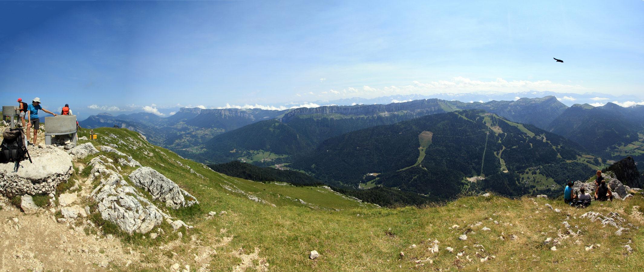 Vue sur le Massif de la Chartreuse (Est) depuis le sommet du Grand Som.